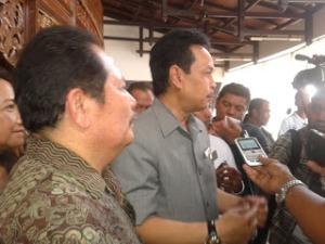 wakil gubernur rudy resnawan usai pembukaan ict usi expo 2012