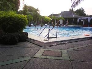 kolam renang kusuma sahid prince hotel solo
