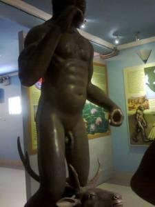 patung manusia purba di museum sangiran